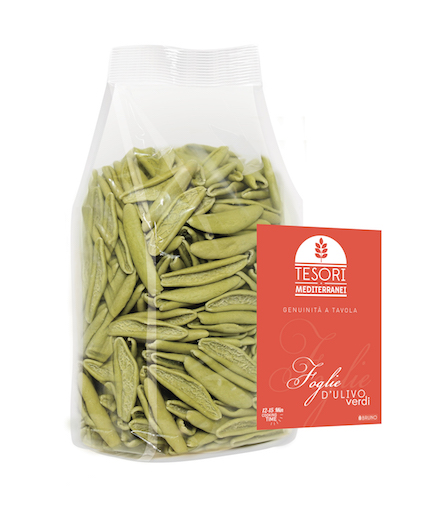 Foglie d'olivo verdi agli spinaci
